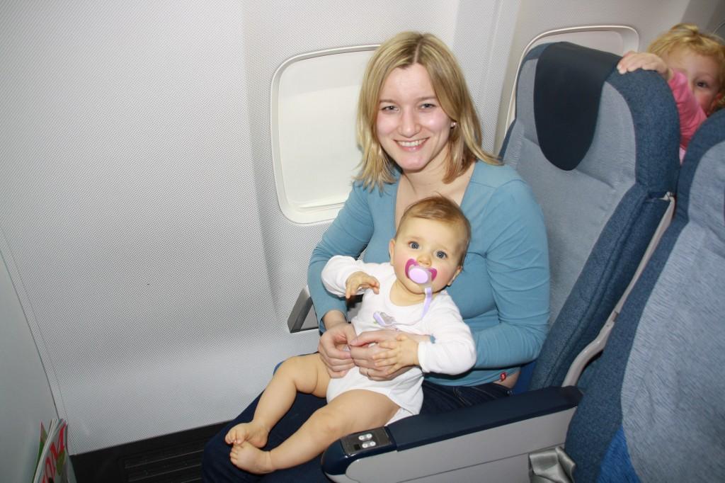 Kathrin und die Raupe im Flugzeug