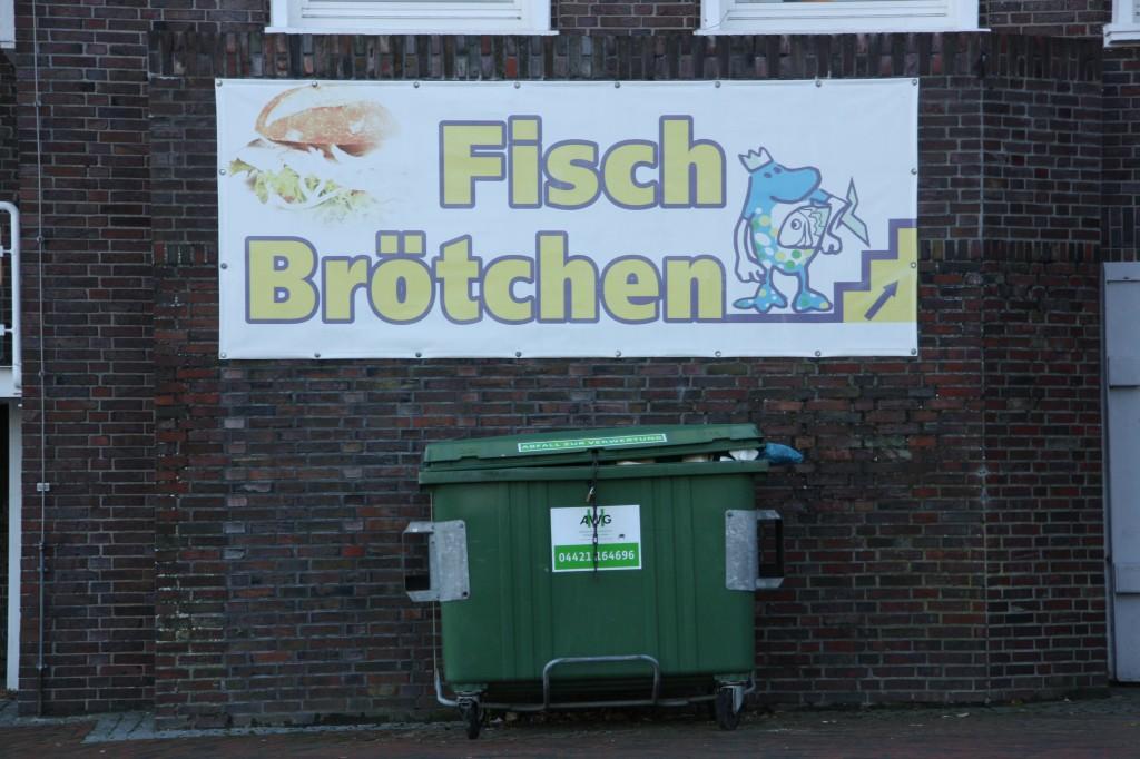 Schild Fischbrötchen am Südstrand von Wilhelmshaven