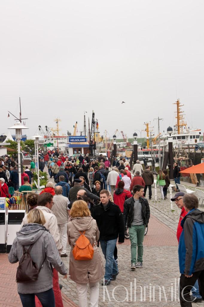 Menschenmenge am Büsumer Hafen