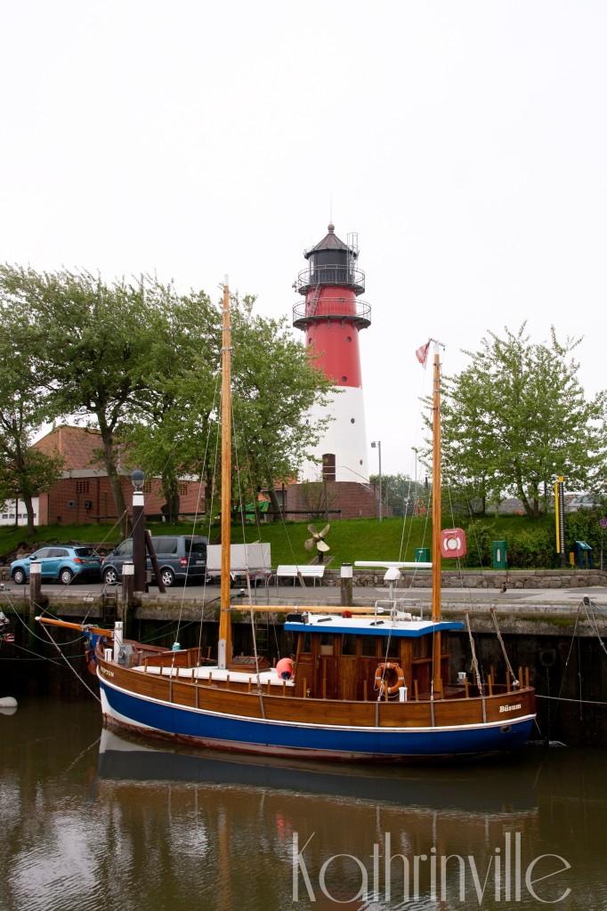 Historischer Hafen mit Leuchtturm in Büsum