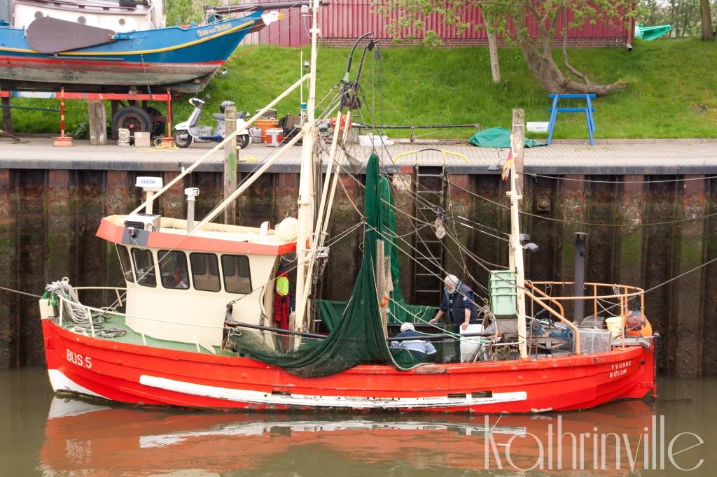 Fischkutter im historischen Hafen Büsum