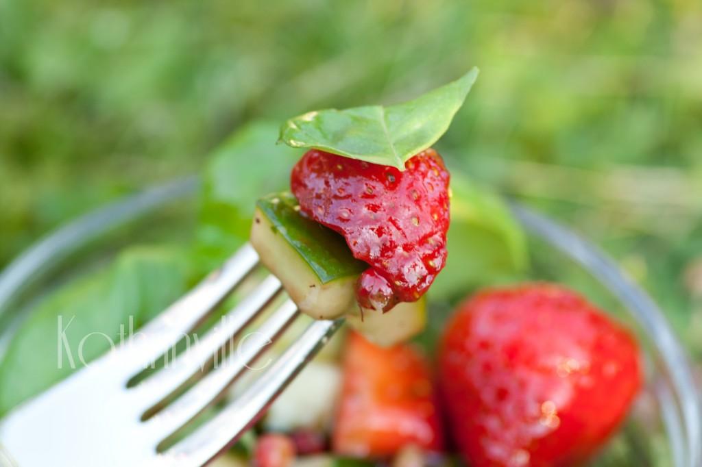 Erdbeer-Gurken-Basilikum-Salat