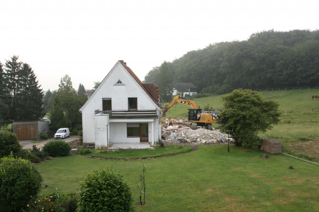 halbabgerissenes Haus